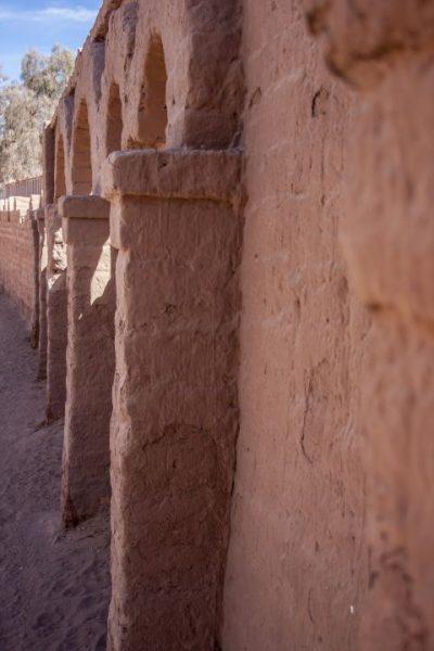Pared de adobe en San Pedro de Atacama (Chile), realizada por el fotógrafo Pepcandela