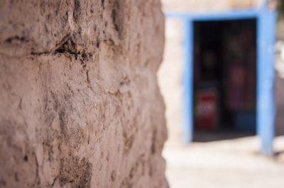 Pared de adobe en la ciudad de San Pedro de Atacama (Chile), realizada por el fotógrafo Pepcandela