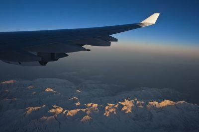 Avión sobrevolando la Cordillera de los Andes, realizada por el fotógrafo Pepcandela